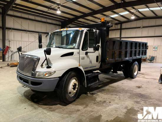 2006 INTERNATIONAL 4300 SINGLE AXLE DUMP TRUCK VIN: 1HTMMAAL76H208538