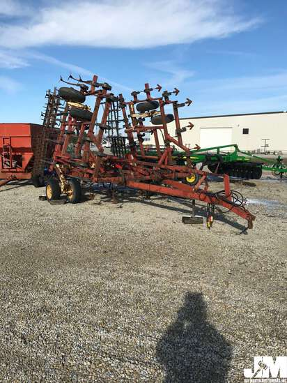 KRAUSE 4226HR FIELD CULTIVATOR SN: 2297