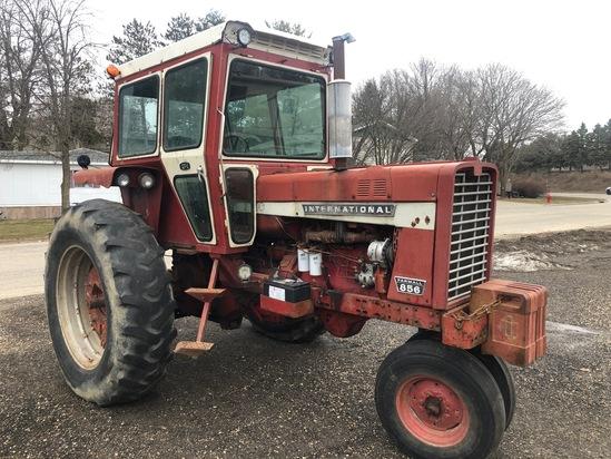 1969 International Farmal 856 Tractor