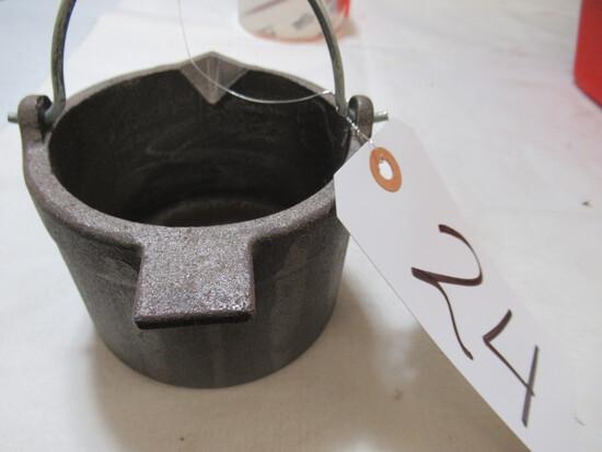 Metal melting pot
