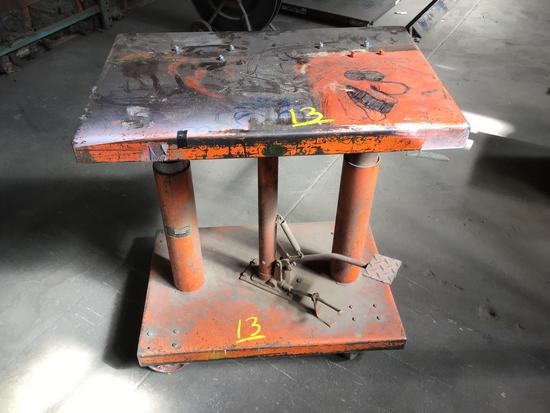 Hydraulic jack lift table