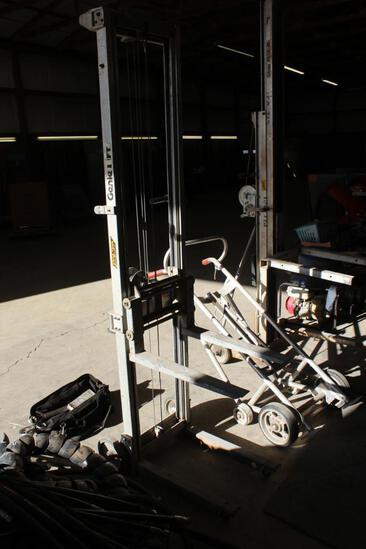 Manual lift