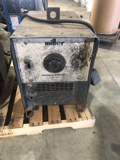 Miller DialArc 250 AC Welder