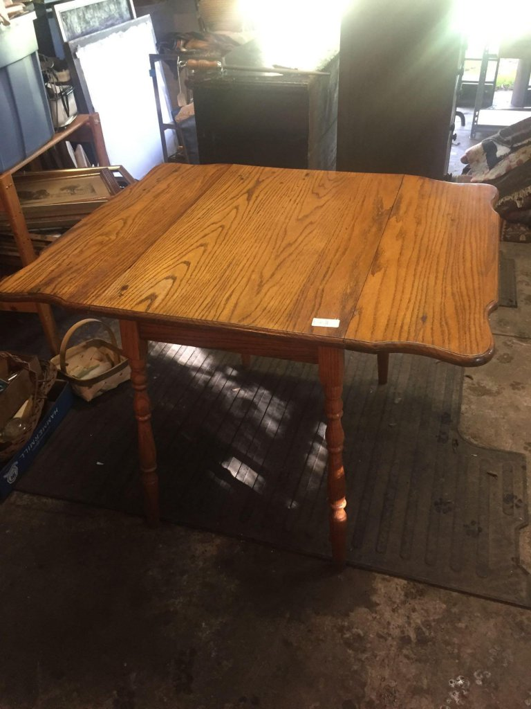 Solid Oak double drop leaf table. Small perfect size for many uses