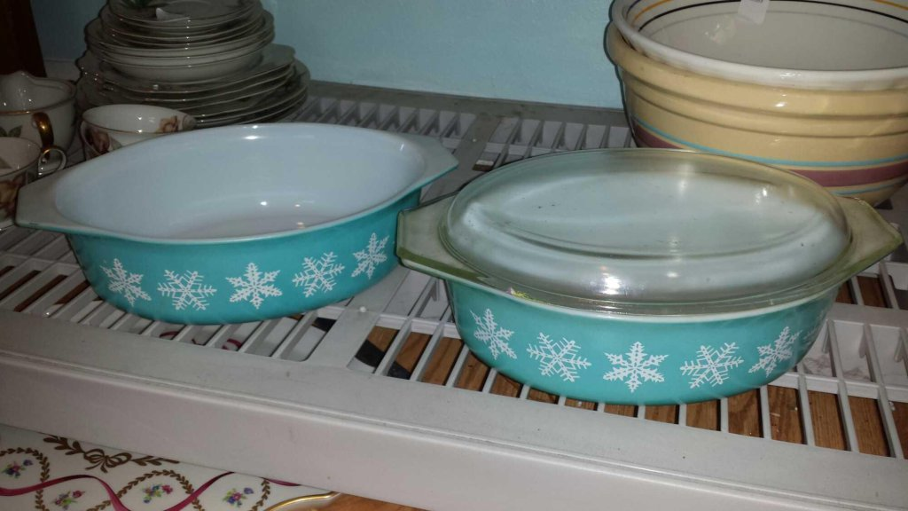 (2) Vintage 2.5 Qt Pyrex Rare Blue Snowflake Casserole Dishes, (2) Lids, one not pictured