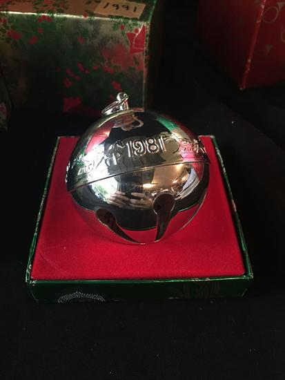 1981 Wallace Silversmiths Christmas Bell