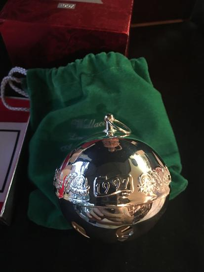 1997 Wallace Silversmiths Christmas Bell