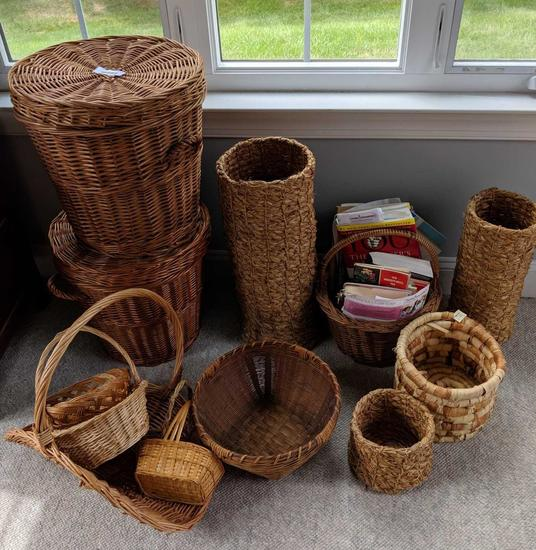 Large grouping of baskets (Pick-up only)