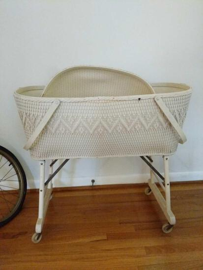 White Wicker Bassinette with Fitted Mattress