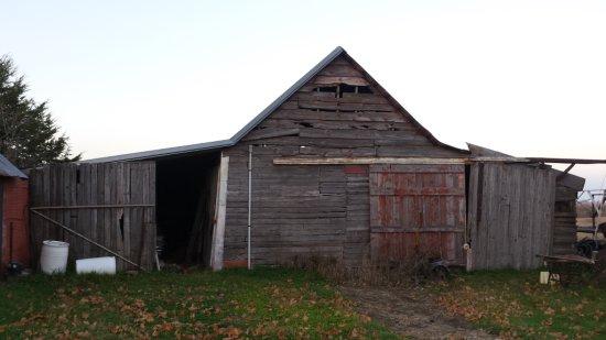 Red Paint Wood Barn Primitive Rustic Vintage Salvage door lumber tin craft batting Nebraska farm she