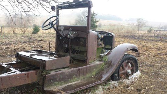 Model B-3 B-1 salvage auto farm truck rust INTERNATIONAL Harvester pick-up parts antique Nebraska du