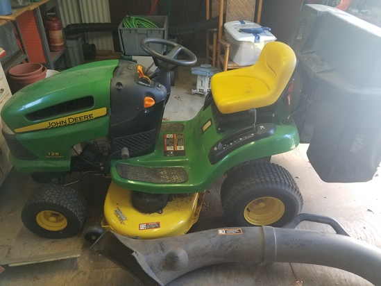 john Deere 125 with bagging system