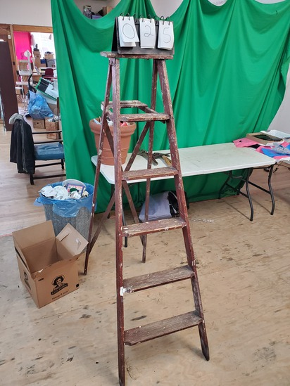 6 foot wooden ladder