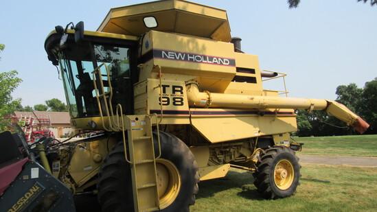 1998 NH TR 98 Combine