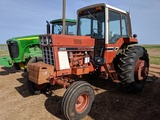 IH 1086 2WD TRACTOR