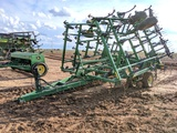 JOHN DEERE 980 FIELD CULTIVATOR W/ HARROWS