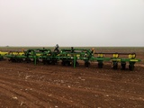 JOHN DEERE 1720 12 ROW MAX EMERGE XP PLANTER