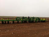 JOHN DEERE 1720 12 ROW PLANTER
