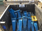 Kinze fertilizer mounts