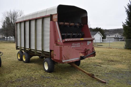 Miller Pro-4100 Forage Wagon