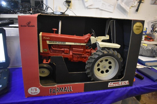 McCormick Farmall 1206 Diesel Tractor by Scale models