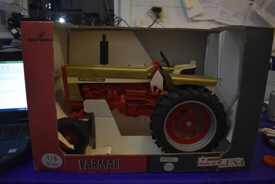International Farmall 826 turbo Demonstrator Tractor by Scale models