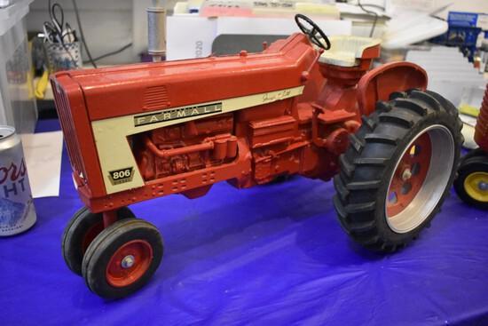 Farmall 806 Diesel Tractor 1997 Collectors Edition
