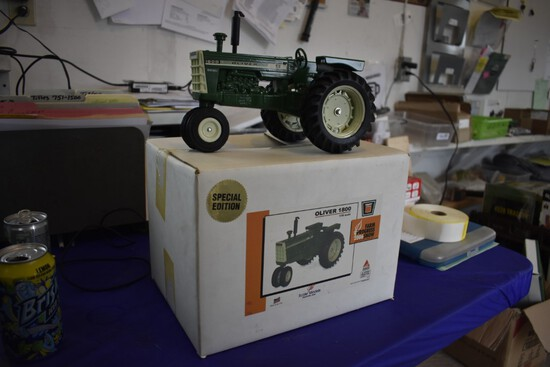 AGCO Oliver 1800 Farm Progress 2006 Show Special Edition by Scale Models