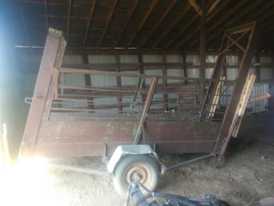 Portable cattle unloading chute with good floor