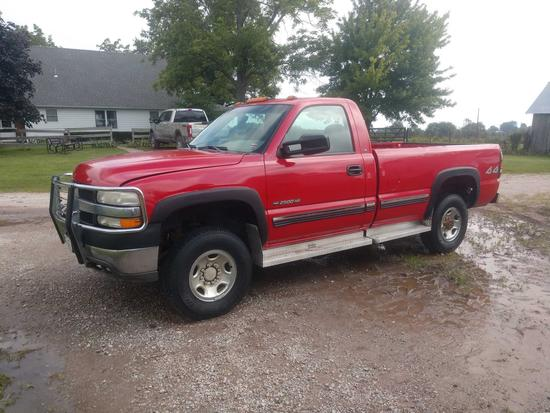2001 Red Chevy 2500 Gas pickup single cab 4x4 clean truck