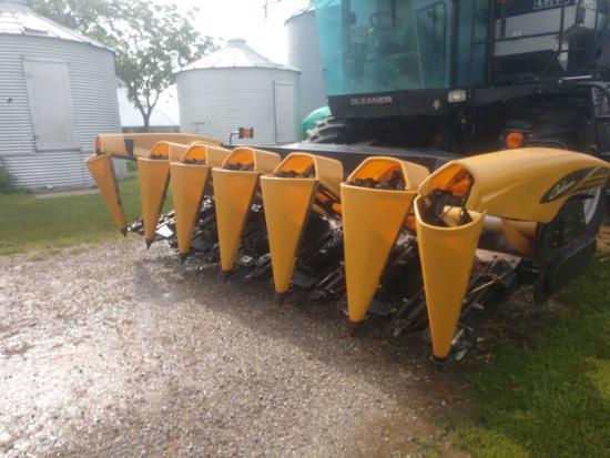 Agco Challenger 6 Row corn head