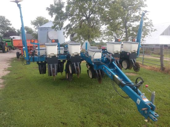 Kinzie 3006 6 Row No Till Planter w/ Kpm II monitor and corn and soybean drums