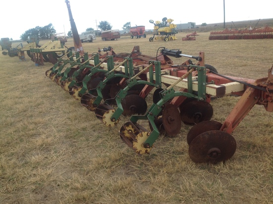 Bushhog 8 Row Disc Bedder