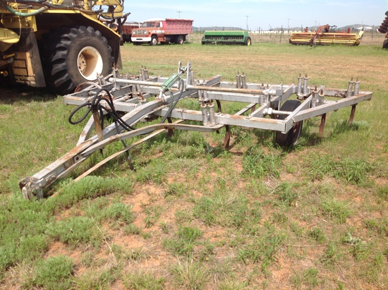 Graham 14 Shank Chisel Plow with Cylinder