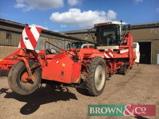 Make: Grimme SF 1700 DLS Year: 2003 Engine Hours: 4939 Acre Counter (ha): 1086 Serial #: 6310 0033