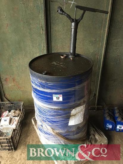 Quantity oil with manual pump