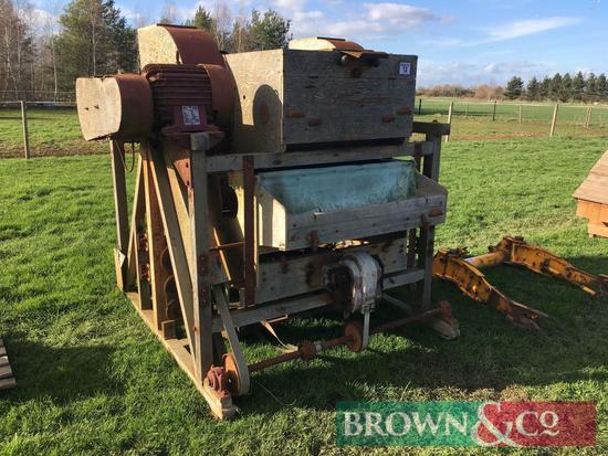 E R and F Turner vintage seed dresser