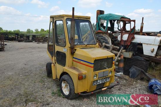 1983 Sisis articulated groundscare tractor on 23-10.5/12 front wheels and tyres. Reg No: EBJ 608Y.