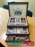 Canteen of stainless steel cutlery suitable for 8 people in presentation box. Slight damage to box