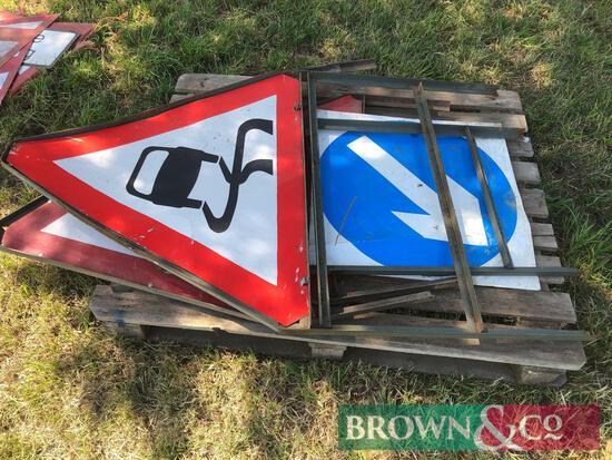 Quantity road signs