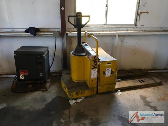 Ride on electric Pallet Jack with Automatic charger.