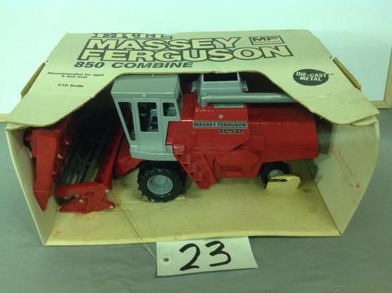 Massey Ferguson 850  combine w/heads Ertl
