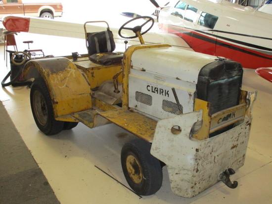 Clark 4,000 Lb Dbp Tug, 6-cyl Gas, Auto Trans