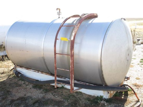 1,500 GAL STAINLESS STEEL TANK ON SKIDS