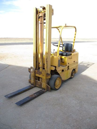 YALE MDL KG51AT-60 GAS FORKLIFT, 6,000 LB CAPACITY, 18' MAST, HARD RUBBER TIRES