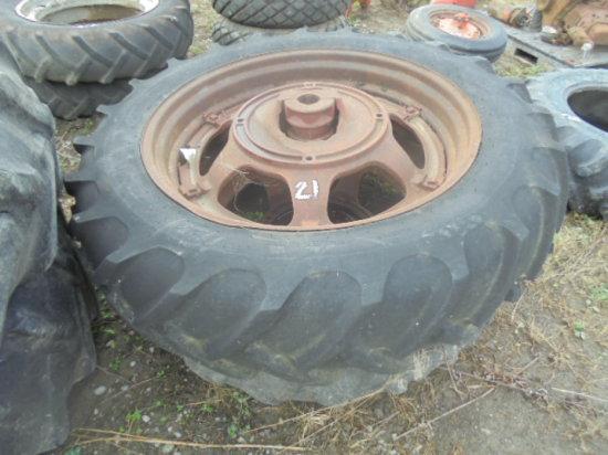 13.6 - 38 Farmall M rims & tires