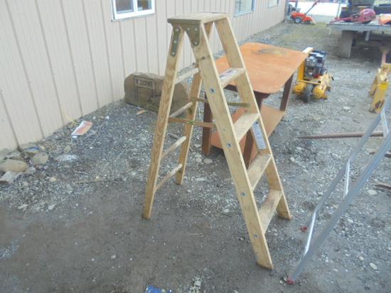 Wooden 5' Ladder