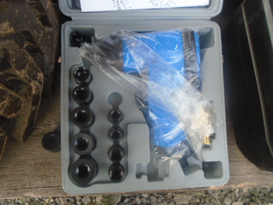 """New 1/2"""" Air Impact Wrench w/ Sockets & Extension"""