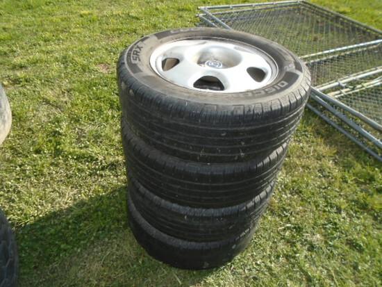 Set Of 4 Tires & Rims Off 2009 Honda CRV
