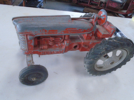 Hubley 1/16 Toy Tractor